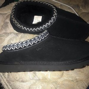 UGG BRAND NEW SLIPPERS! Size 6. Still with sticker